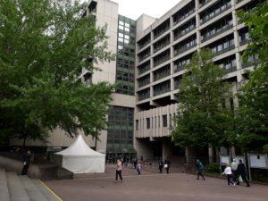 """Die Strafabteilung des AG München ist hier untergebracht. Dieses Gebäude sieht man beim """"Beischläfer"""" aber nicht."""